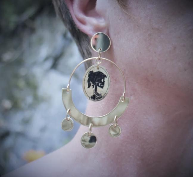 Recherches et fabrication de boucles d'oreilles personnalisées